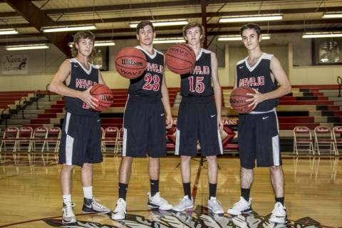 Senior-Boys-Basketball-Picture-17-18