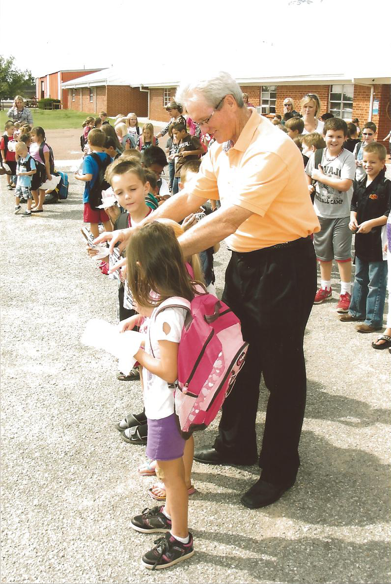 Pic3-Hasty-students-front-of-elementary-after-school