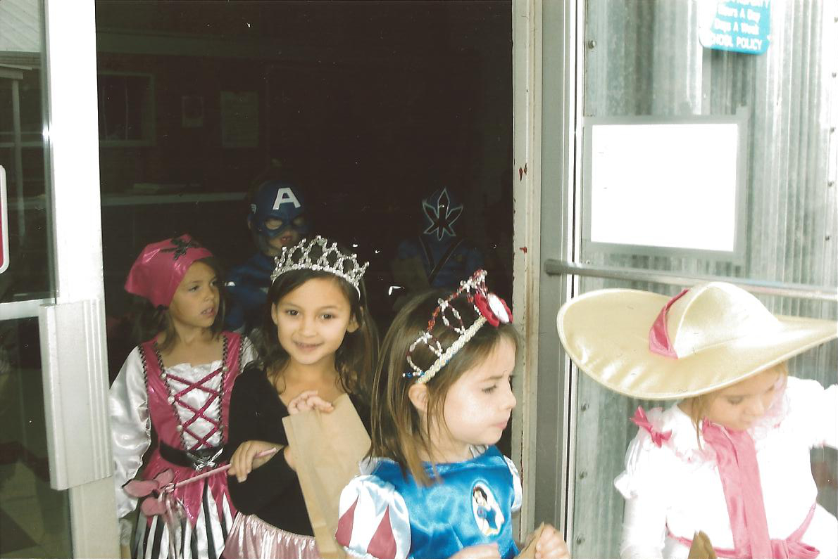 Pic7-students-in-costume-Halloween-old-gym